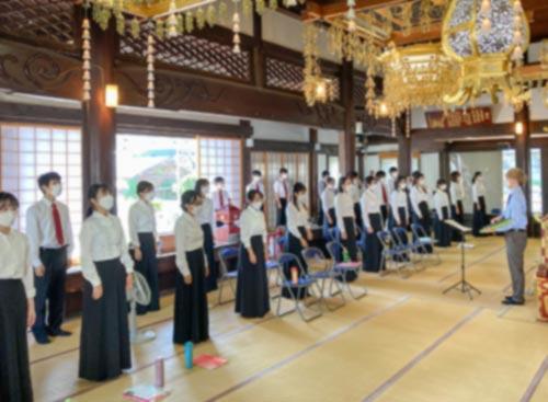 本泉寺で練習する京都大学音楽研究会ハイマート合唱団